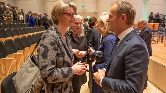 Bundesministerin Anja Karliczek im Gespräch mit dem Präsidenten des Europäischen Rates, Donald Tusk, am Rande der Jubiläumsfeier zu 50 Jahren TU Dortmund