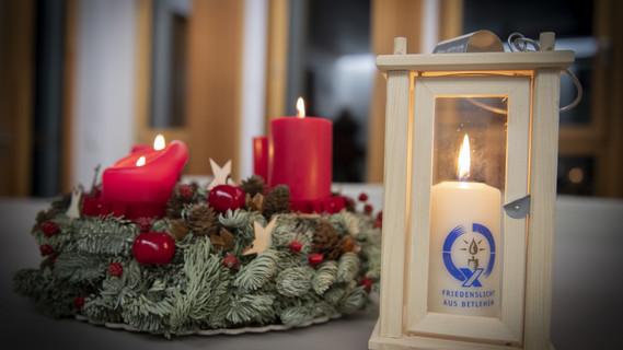 Pfadfinder übergeben das Friedenslicht 2018 an Bundesministerin Anja Karliczek
