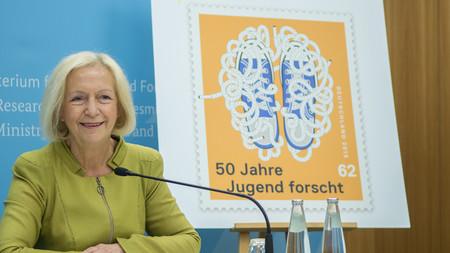 Sonderbriefmarke zu 50 Jahre Jugend forscht im BMBF vorgestellt