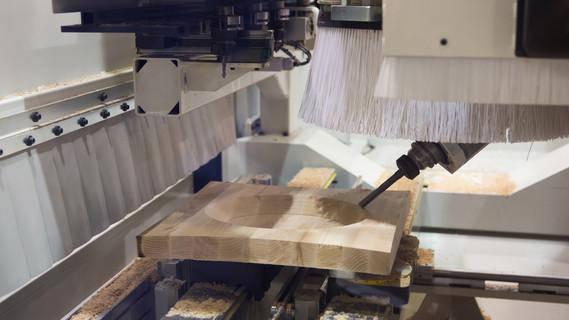 Automatische Holzverarbeitungsmaschine