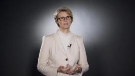 """Poster zum Video Bundesministerin Anja Karliczek, MdB (BMBF): """"Eines der stärksten Werkzeuge"""""""