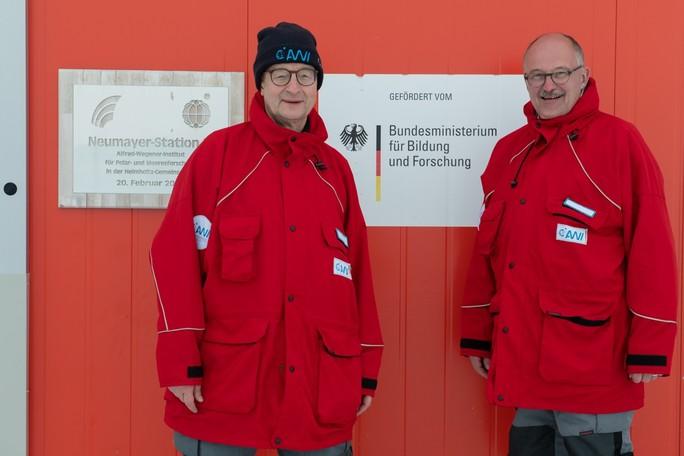 Helmholtz-Präsident Prof. Dr. Otmar Wiestler und BMBF-Staatssekretär Dr. Michael Meister an der Neumayer-Station.