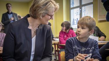 M Karliczek besucht Grundschule in Möckern