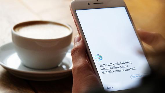 """Anders als bei der herkömmlichen Suche im Internet können Nutzer mit der App """"Ada"""" einen Dialog führen."""
