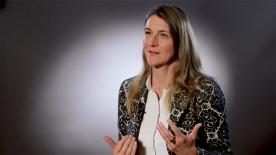 """Poster zum Video Professorin Julia Stingl, Vizepräsidentin Bundesinstitut für Arzneimittel und Medizinprodukte: """"Mehr Therapieoptionen"""""""