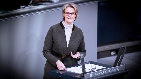 Bundesministerin Anja Karliczek spricht im Deutschen Bundestag zur KI-Strategie der Bundesregierung