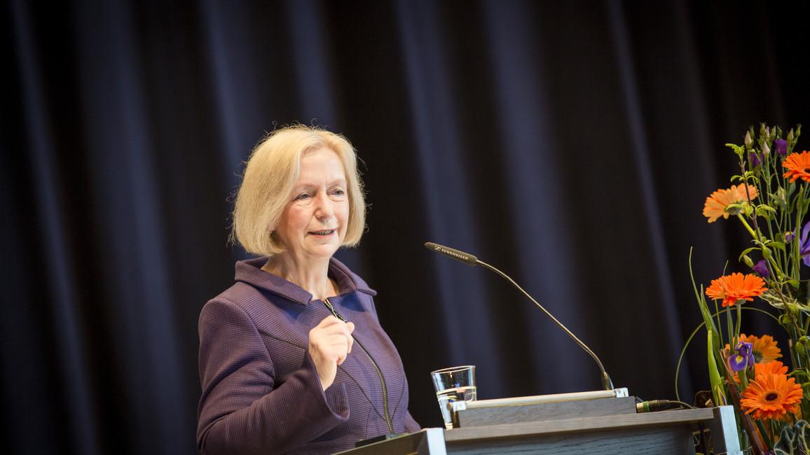 Johanna Wanka spricht auf der i-Wing 2015