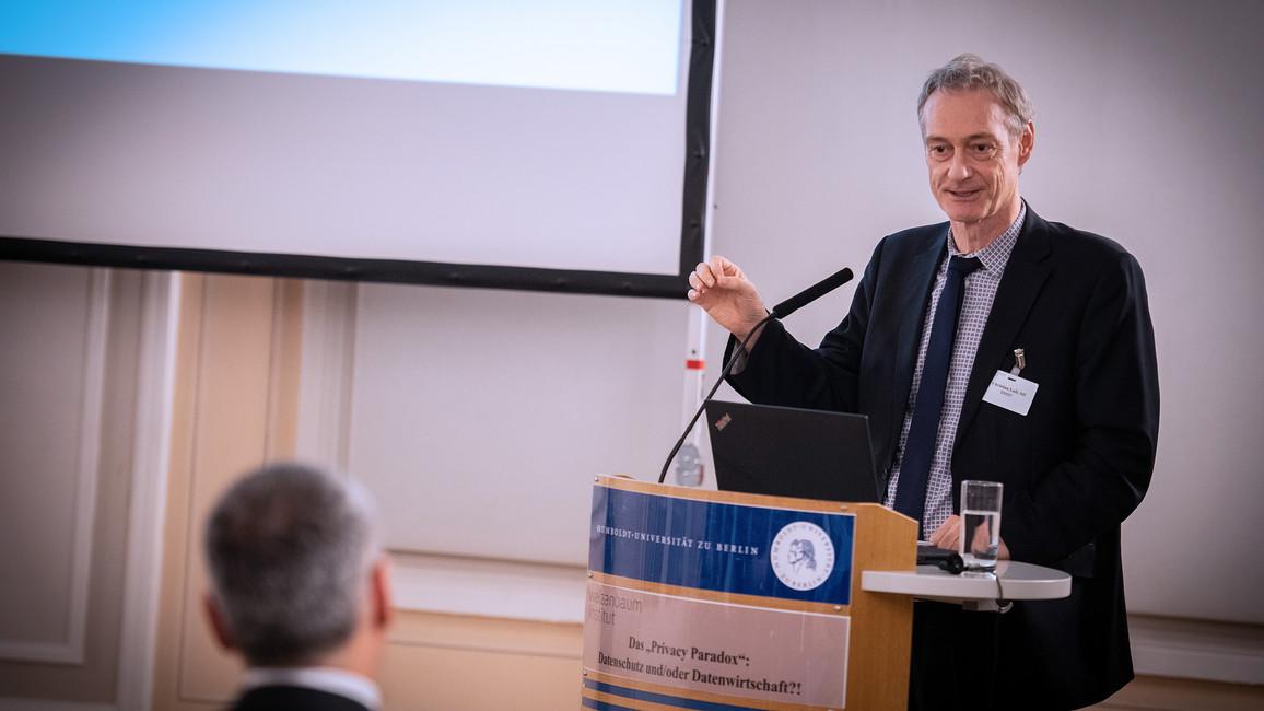 Christian Luft, Staatssekretär im Bundesministerium für Bildung und Forschung, während seiner Rede