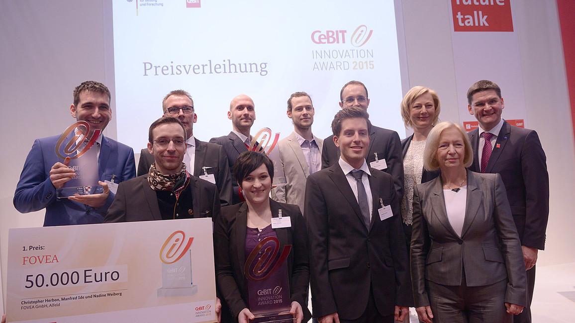 Johanna Wanka mit den Preisträgern