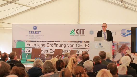 Christian Luft, Staatssekretär im Bundesministerium für Bildung und Forschung, während seiner Rede.