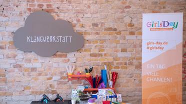 Bundesministerin Anja Karliczek besuchte anlässlich des Girls\'s Day 2019 die Klangwerkstatt der JUNGEN TÜFTLER in Kreuzberg
