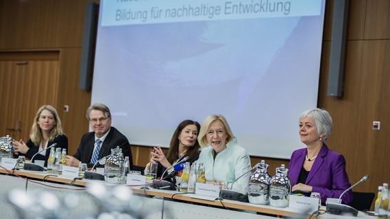 Johanna Wanka rufe die nationale Plattform ins Leben