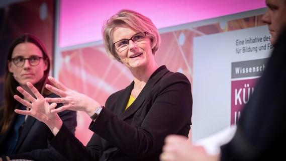 Bundesministerin Anja Karliczek eröffnet die Night of Innovations