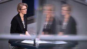 Bundesbildungsministerin Anja Karliczek stellt im Bundestag den Gesetzentwurf zur Reform des BAföG vor.