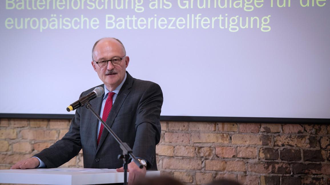 Michael Meister, Parlamentarischer Staatssekretär bei der Bundesministerin für Bildung und Forschung, während seiner Rede.