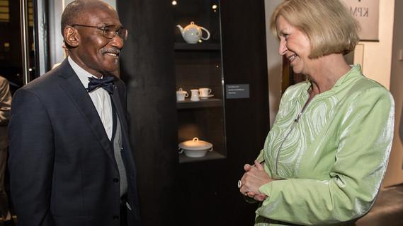 Bundesministerin Johanna Wanka mit Nartial De-Paul Ikounga