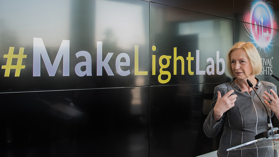 Bundesministerin Johanna Wanka startet #MakeLightLab im BMBF