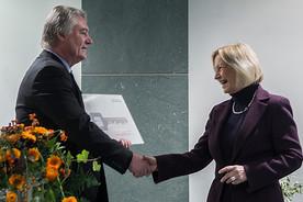 Symbolische Schlüsselübergabe an Bundesministerin Johanna Wanka