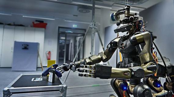 Der Centauro-Roboter Roboter arbeitet mit handelsüblichen Werkzeugen.