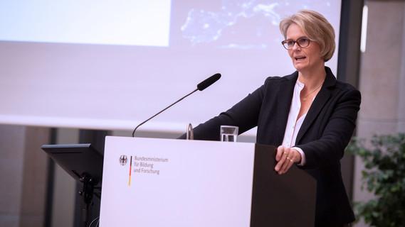 Bundesforschungsministerin Anja Karliczek eröffnet die EFR-Konferenz