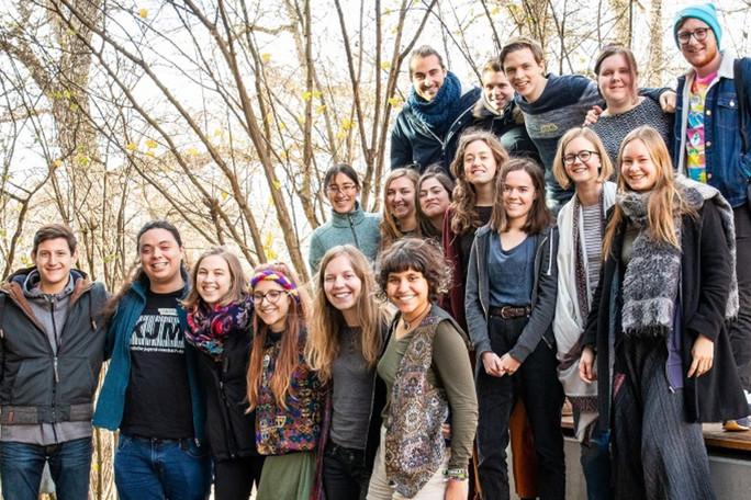 Die Mitglieder des BNE-Jugendforums neben Einfluss auf die Bildung im Bereich Nachhaltigkeit.