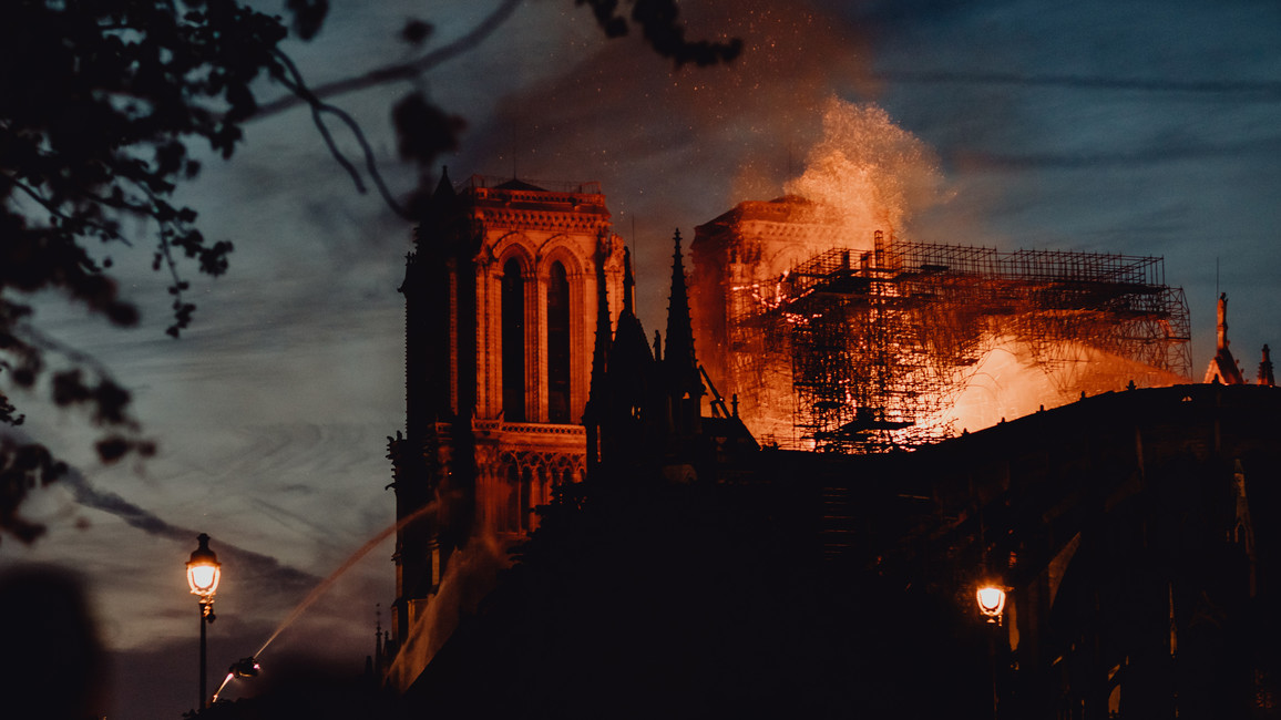 Notre Dame brennt