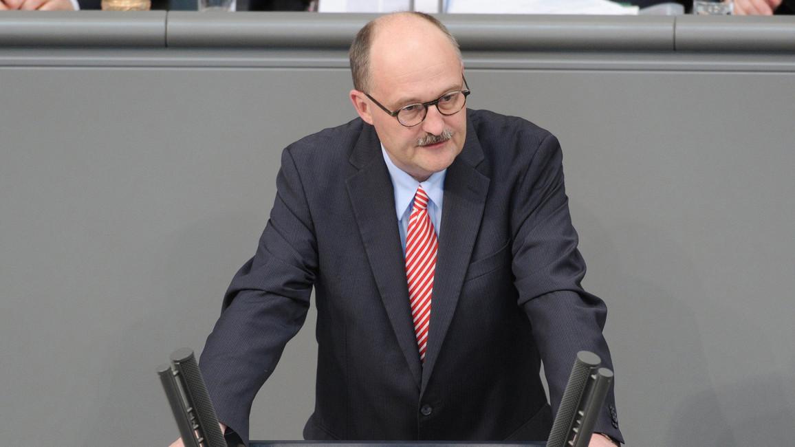 Michael Meister, Parlamentarischer Staatssekretär bei der Bundesministerin für Bildung und Forschung, spricht im Deutschen Bundestag.