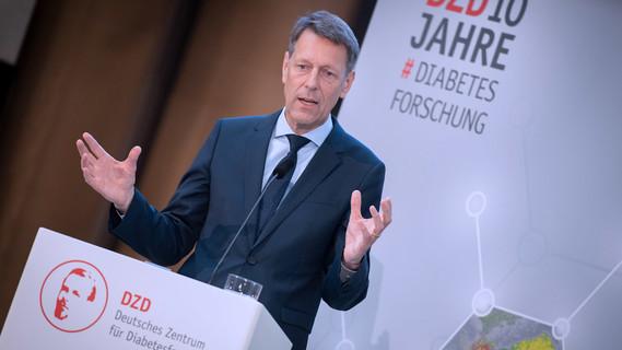 Georg Schütte, Staatssekretär im Bundesministerium für Bildung und Forschung, nimmt am Festakt anlässlich des 10jährigen Bestehens des Deutschen Zentrums für Diabetesforschung teil.