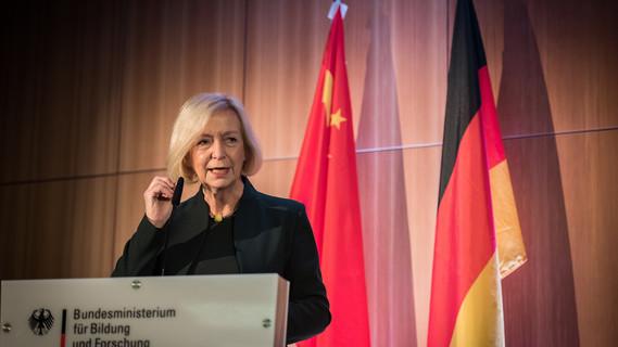 Bundesministerin Johanna Wanka stellt die China-Strategie vor.