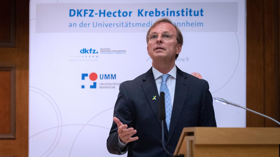 Thomas Rachel, Parlamentarischer Staatssekretär bei der Bundesministerin für Bildung und Forschung, während seines Grußwortes im Rahmen der Gründungsfeier des 'DKFZ-Hector Krebsinstituts an der Universitätsmedizin Mannheim'