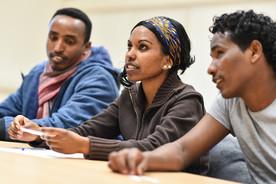Flüchtlinge nehmen in Germersheim in der Universität an einem deutschen Sprachkurs teil.