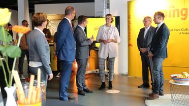 Bundesbildungsministerin Anja Karliczek beim Besuch des Ausbildungs-Campus in Fulda.