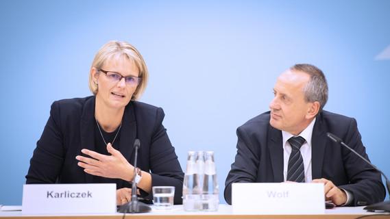 Anja Karliczek, Bundesministerin für Bildung und Forschung, auf der gemeinsamen Pk mit der GWK