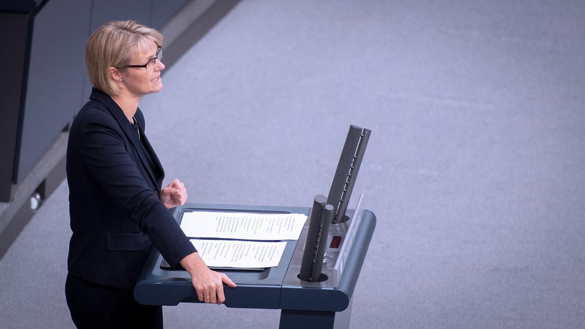 Anja Karliczek, Bundesministerin für Bildung und Forschung, bringt den Einzelplan 30 im Rahmen der Debatte zum Bundeshaushalt 2020 ein.