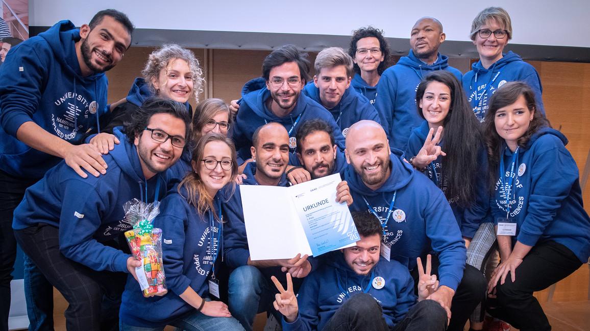 Bunte Hände - mit dieser Initiative gewinnt die HAW Hamburg den ersten Preis beim Welcome-Preis 2019.