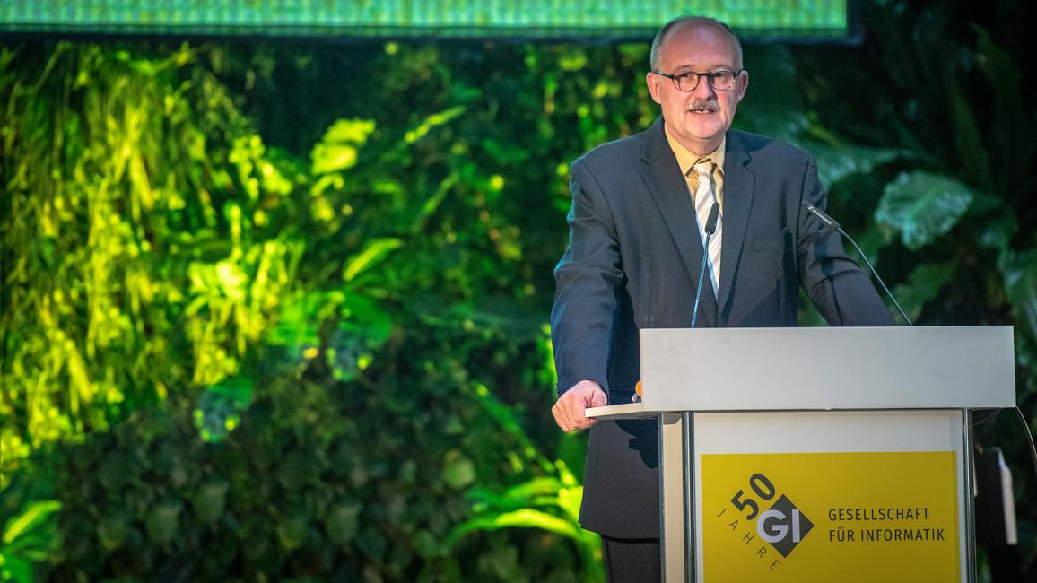 Michael Meister, Parlamentarischer Staatssekretär bei der Bundesministerin für Bildung und Forschung, während seiner Rede im Rahmen des Festaktes zu 50 Jahren Gesellschaft für Informatik