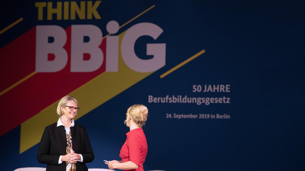 Ministerin Karliczek eröffnet die Festveranstaltung