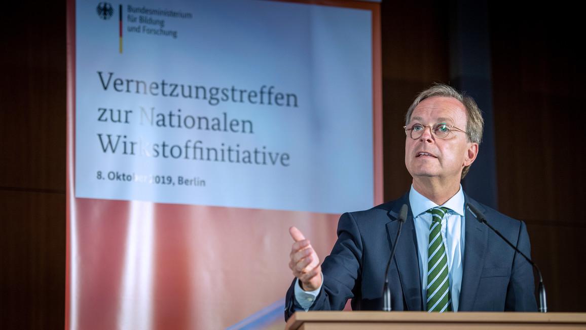 Thomas Rachel, Parlamentarischer Staatssekretär bei der Bundesministerin für Bildung und Forschung, eröffnet die Tagung.