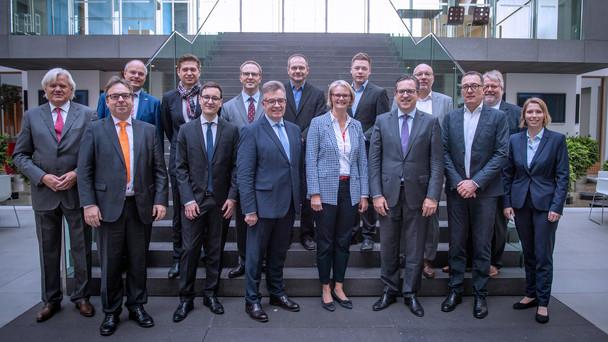 Bundesministerin Anja Karliczek trifft sich mit Vertretern der Wirtschaft zu einem KU-Gespräch
