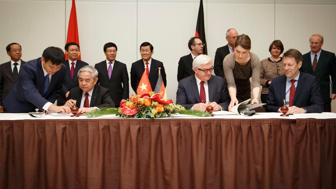 Abkommensunterzeichnung mit der vietnamesischen Delegation