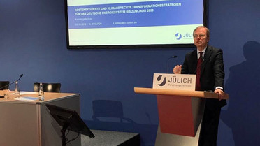 Parlamentarischer Staatssekretär Thomas Rachel bei seiner Rede.