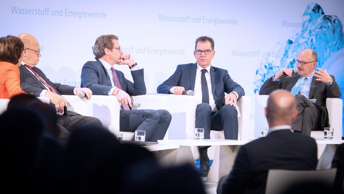 v.l.: Moderatorin, Peter Altmaier, Andreas Scheuer, Gerd Müller, Michael Meister