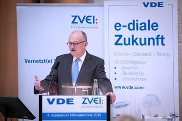 Parlamentarischer Staatssekretär Michael Meister bei seiner Rede.