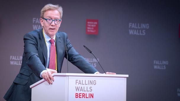 Wolf-Dieter Lukas, Staatssekretär im Bundesministerium für Bildung und Forschung, während seiner Rede im Rahmen der Falling Walls Conference 2019 in Berlin.