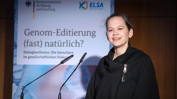 Veronika von Messling, Abteilungsleiterin in Bundesministerium für Bildung und Forschung, eröffnet die Tagung zur Genom-Editierung in Berlin.