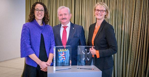 Angela Dorn (Hessische Staatsministerin für Wissenschaft und Kunst), Reimund Neugebauer (Präsident Fraunhofer), Bundesministerin Anja Karliczek