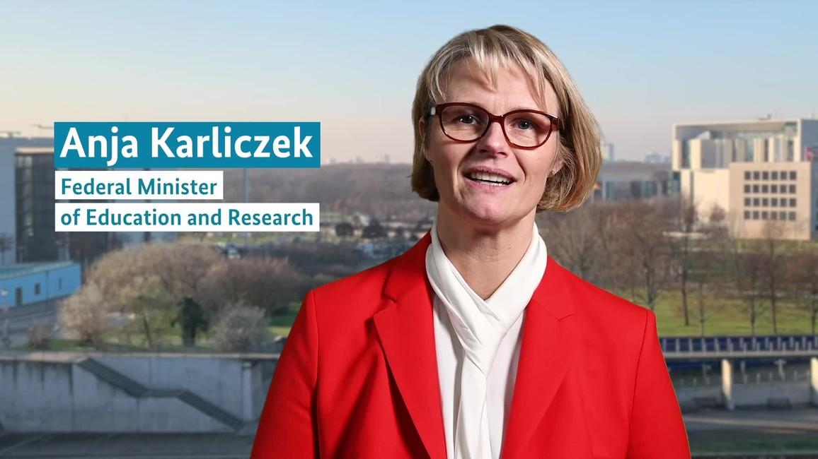 Poster zum Video Grußwort von Ministerin Anja Karliczek an die Forscherinnen und Forscher am Nordpol