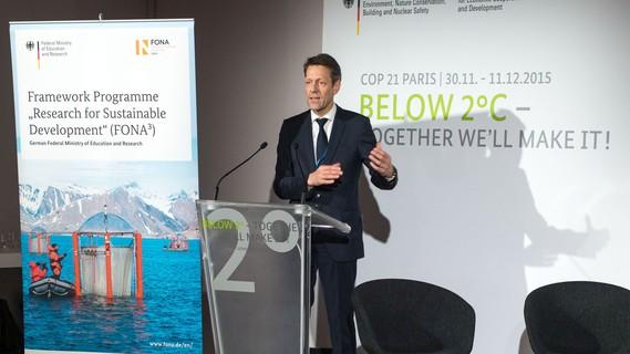 Georg Schütte eröffnete bei der COP21 in Paris das BMBF-Side Event zu den Klimaforschungszentren in Afrika.