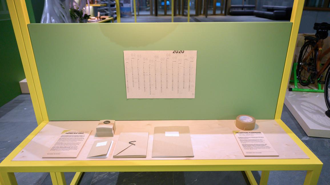 Blick in das Arbeitszimmer: Schreiben wir bald alle auf Graspapier?