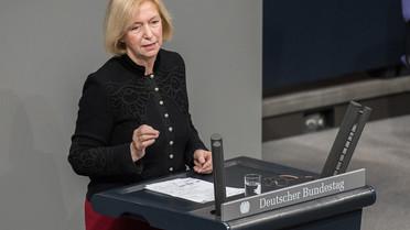 Bundesforschungsministerin Johanna Wanka spricht im Rahmen der Debatte zum EFI-Gutachten